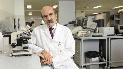 A sus 82 años, Oscar Fay no deja de aportar su mirada y conocimientos para ayudar a mitigar la pandemia de coronavirus.