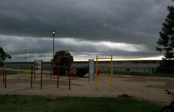 La tormenta llega desde el oeste. (foto: Héctor Río)