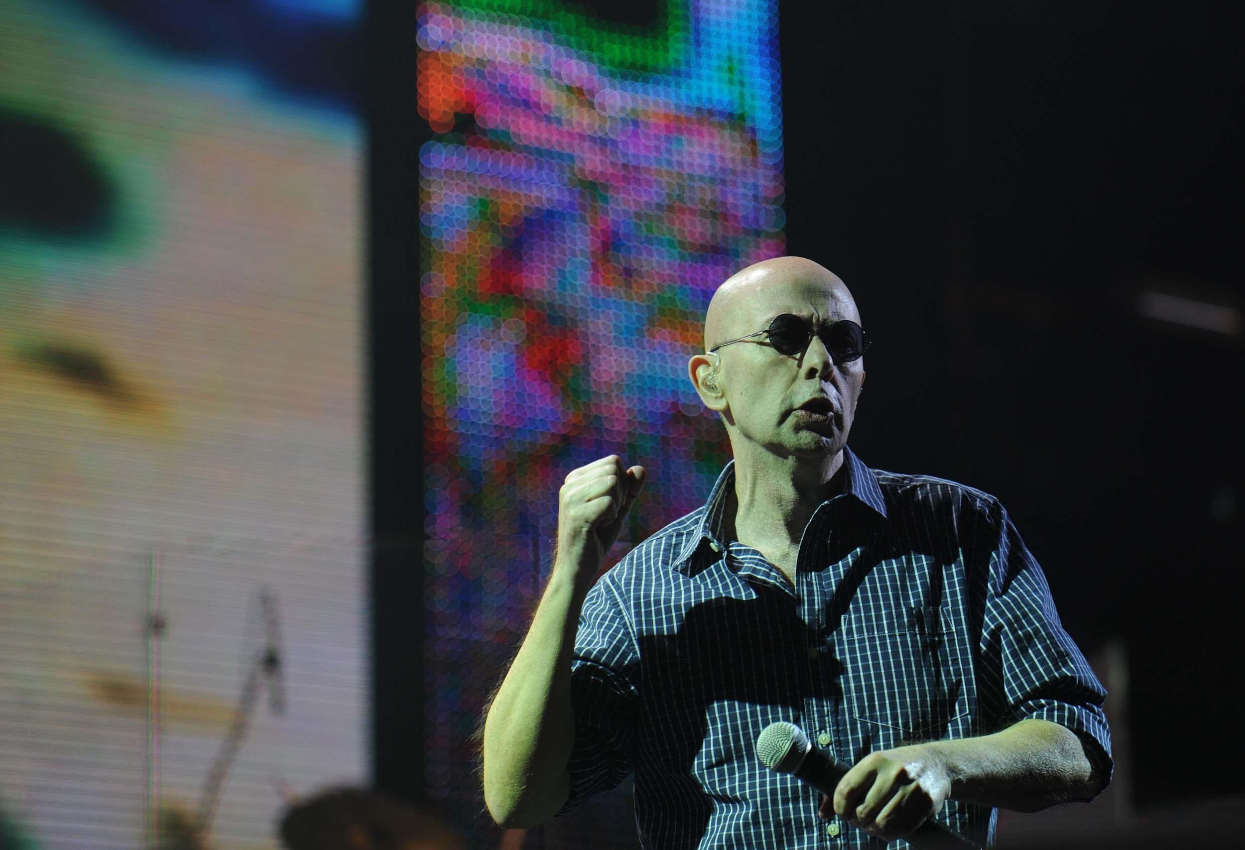 El cantante y ex líder del Los Redondos podría formar parte de la fiesta patria.