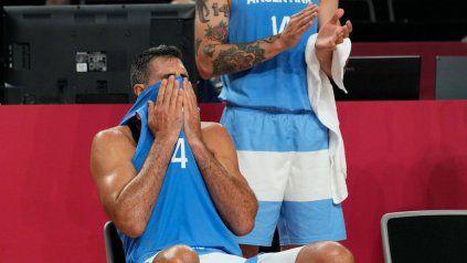 Luis Scola no puede contener la emoción.