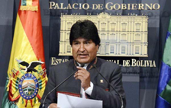 Propuesta. Morales invitó a la presidenta chilena a viajar al Vaticano para pedir la mediación del Pontífice.