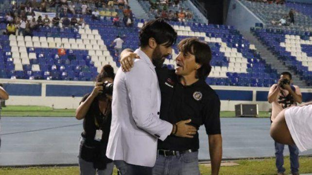 El Loco Abreu asumió hace pocos días como técnico y ya se coronó campeón