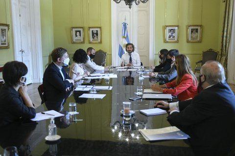 El gabinete económico dio el primer paso para trabajar en un acuerdo amplio entre los representantes sindicales y empresariales.