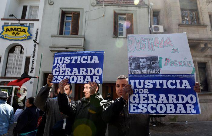 Todas las semanas los empleados municipales se movilizan por la muerte de Escobar. (Foto: Celina Mutti Lovera / La Capital)