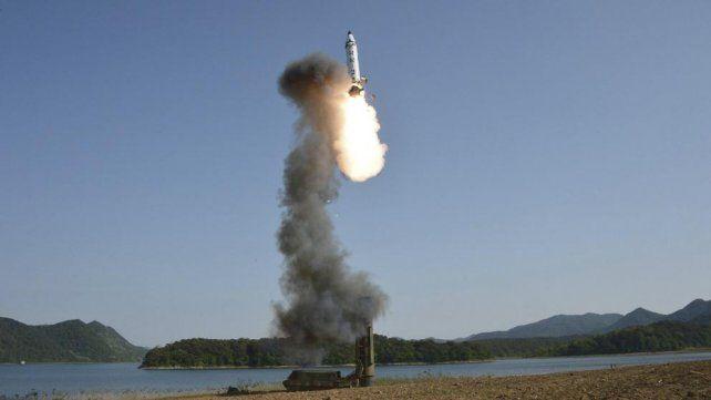 Corea del Norte lanzó un nuevo misil que cayó en el mar de Japón