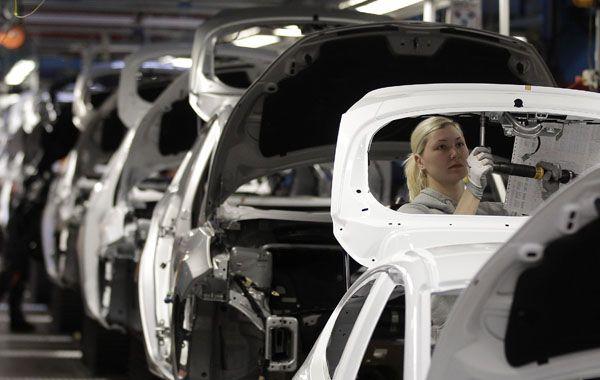 Trabajadores de una fábrica automotriz de Colonia