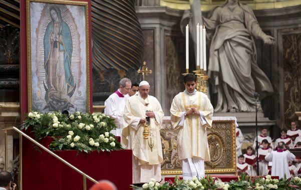 Festividad. Francisco en la ceremonia en la que actuaron músicos argentinos.