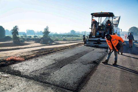 Obra pública. La construcción tracciona a algunos sectores fabriles.