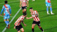 Estudiantes festejó de local ante Arsenal en al fría noche de lunes. Ahora el equipo de Sarandí jugará con Patronato el lunes.