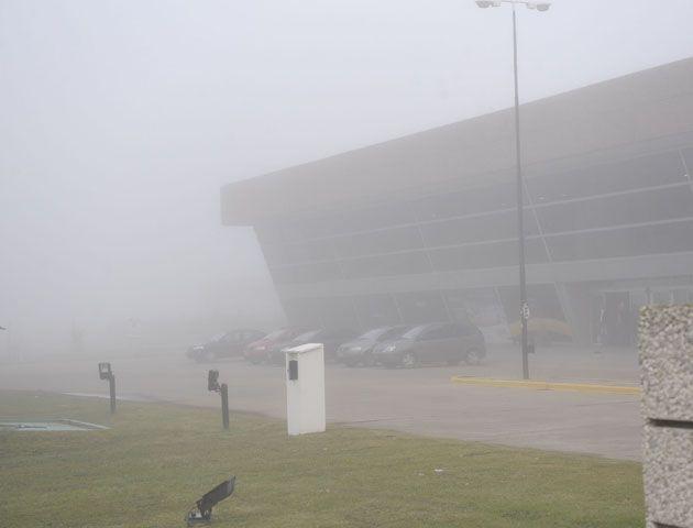 La base aérea se encuentra inoperable a raiz de la intensa niebla.