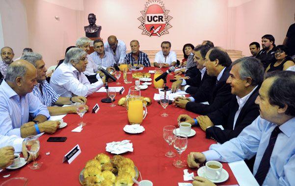 Mesa completa. Las cúpulas de la UCR y de la CGT Azopardo se reunieron para analizar la coyuntura económica.