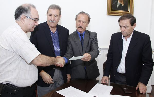 Representantes del Concejo y de la Asociación Rosarina entregaron los fondos recaudados.