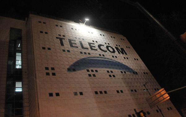 Resolución. La compañía de telecomunicaciones deberá resarcir al usuario por daño moral y punitivo.