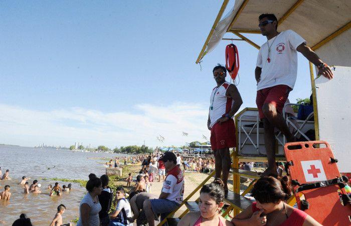 Protesta. Los bañeros denuncian consumo de alcohol en la playa.