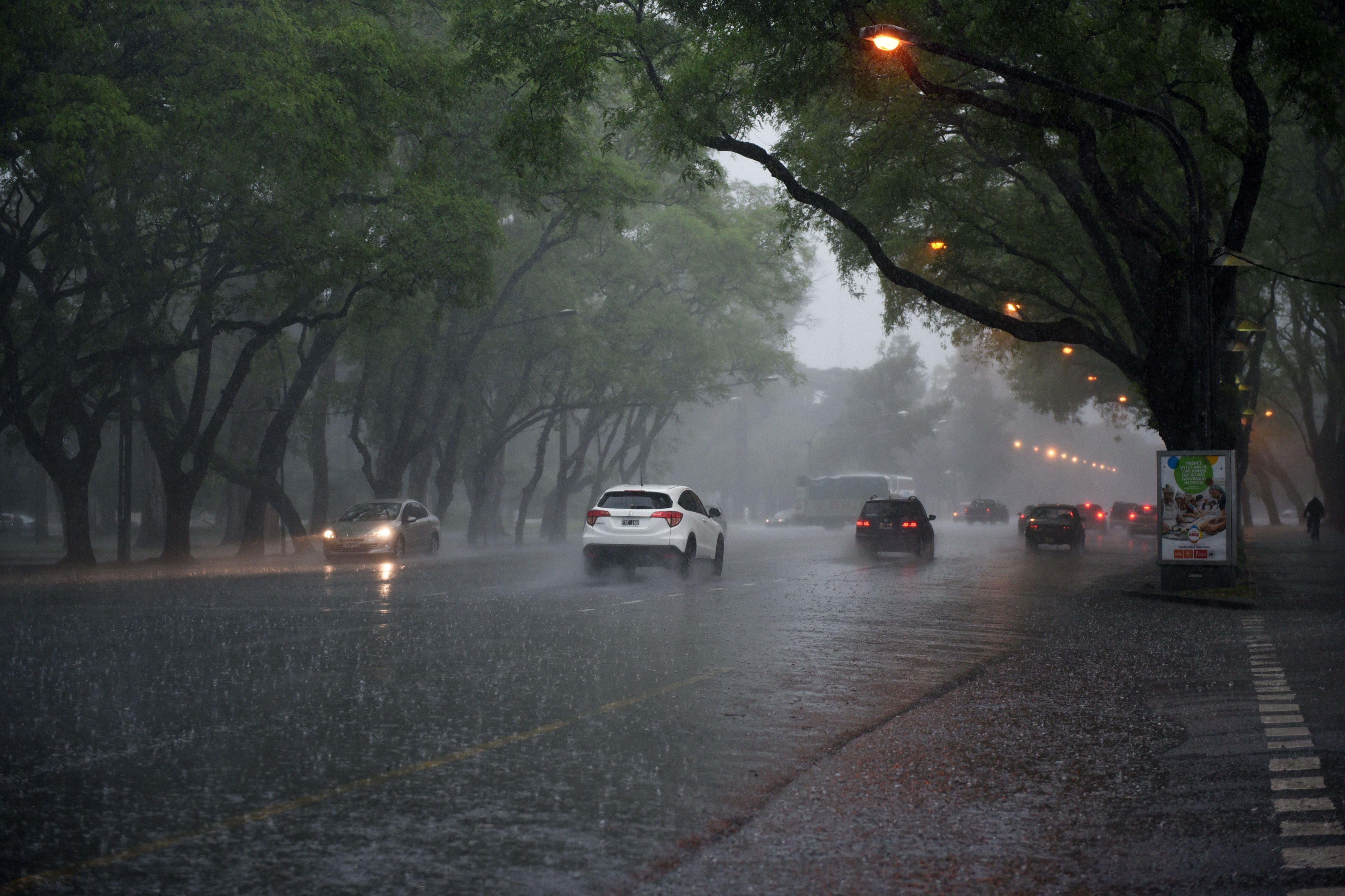 La tormenta llegó a Rosario cerca de las 3 y estará presente en gran parte del día.