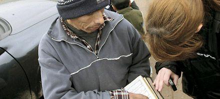 Un libro desvió una bala y le salvó la  vida por milagro a un evangelista