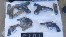 En una casa de Garzón al 3900 fueron secuestradas tres armas de uso civil y dos armas de guerra.