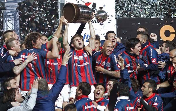 La Copa tan soñada. San Lorenzo conquistó su primera Libertadores y los jugadores celebraron enloquecidos mientras en las tribunas la gente no paró de gritar el dale campeón.