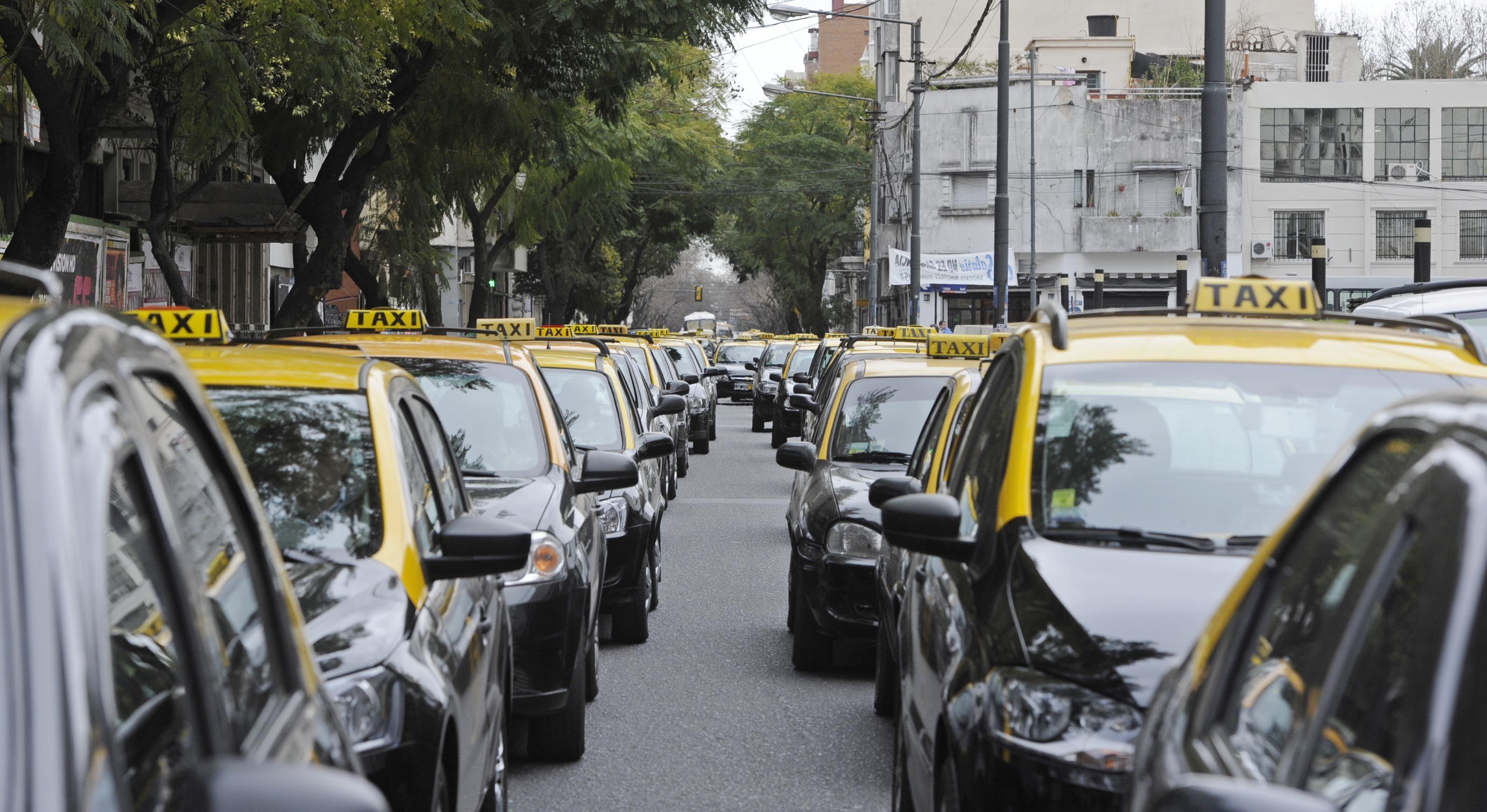 Taxistas autoconvocados se concentraron en las inmediaciones de la casa de Lamberto. (Foto: archivo)