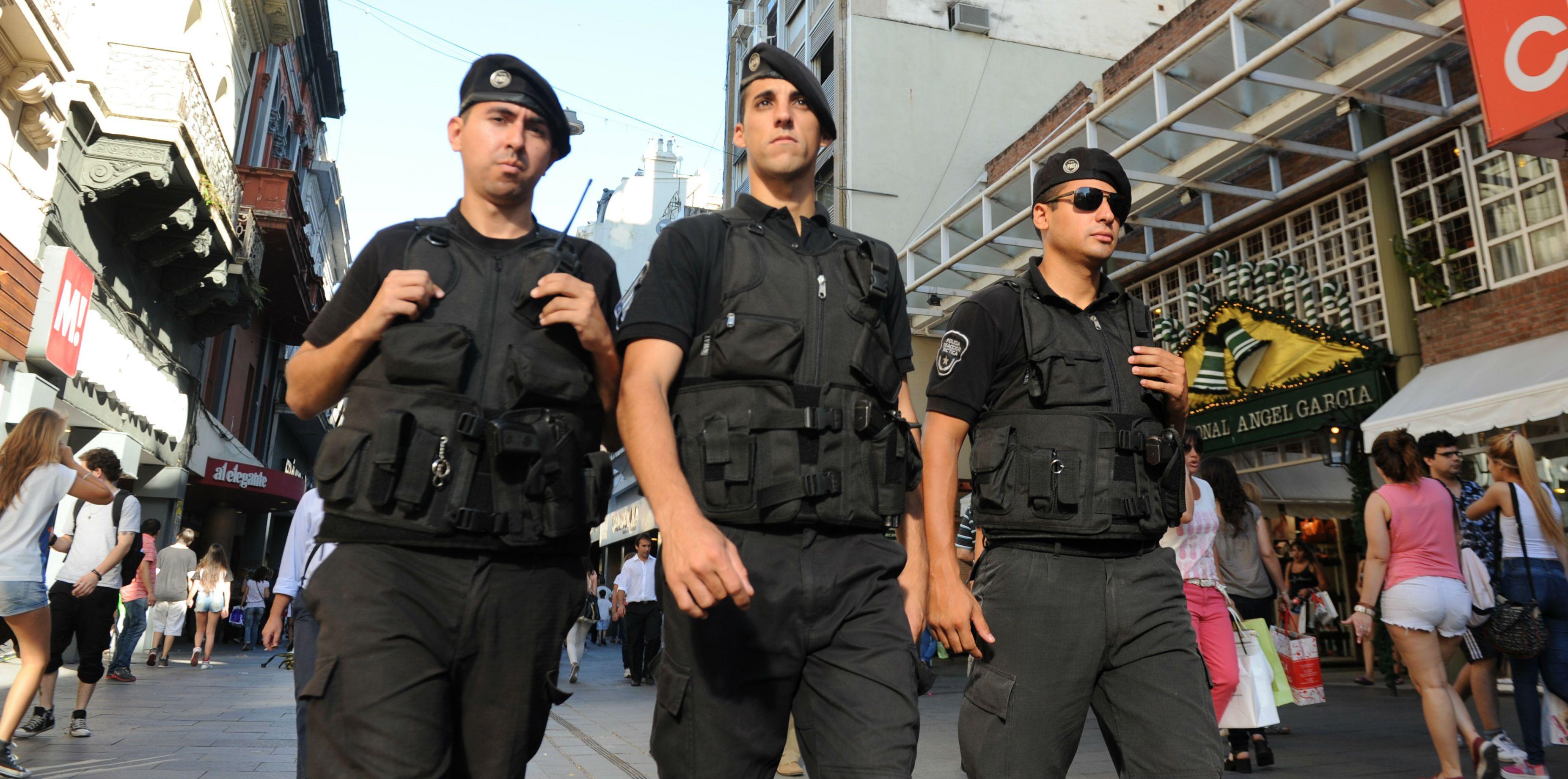 La policía garantizó los patrullajes en el centro ante la denuncia de zona liberada de los comerciantes