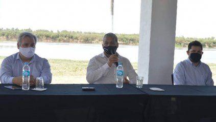 El presidente comunal, Pedro Uliambre, encabezó un encuentro con el diputado provincial, Pablo Farías, y con el senador por el departamento La Capital, Marcos Castello