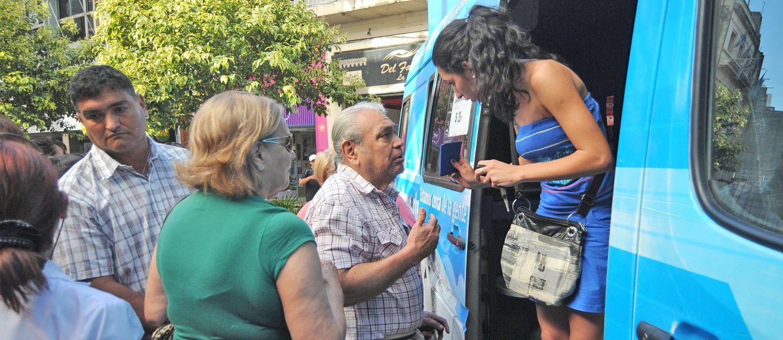 El móvil nacional que gestiona los nuevos documentos pasó por Rosario en las últimas dos semanas y estuvo desbordado. (Rodríguez Moreno)