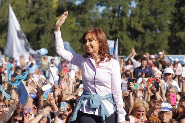 Estamos viviendo el desmantelamiento del Estado, dijo Cristina Fernández en un acto
