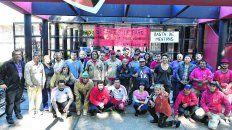 Los empleados rojinegros, en reclamo del pago de sueldos.