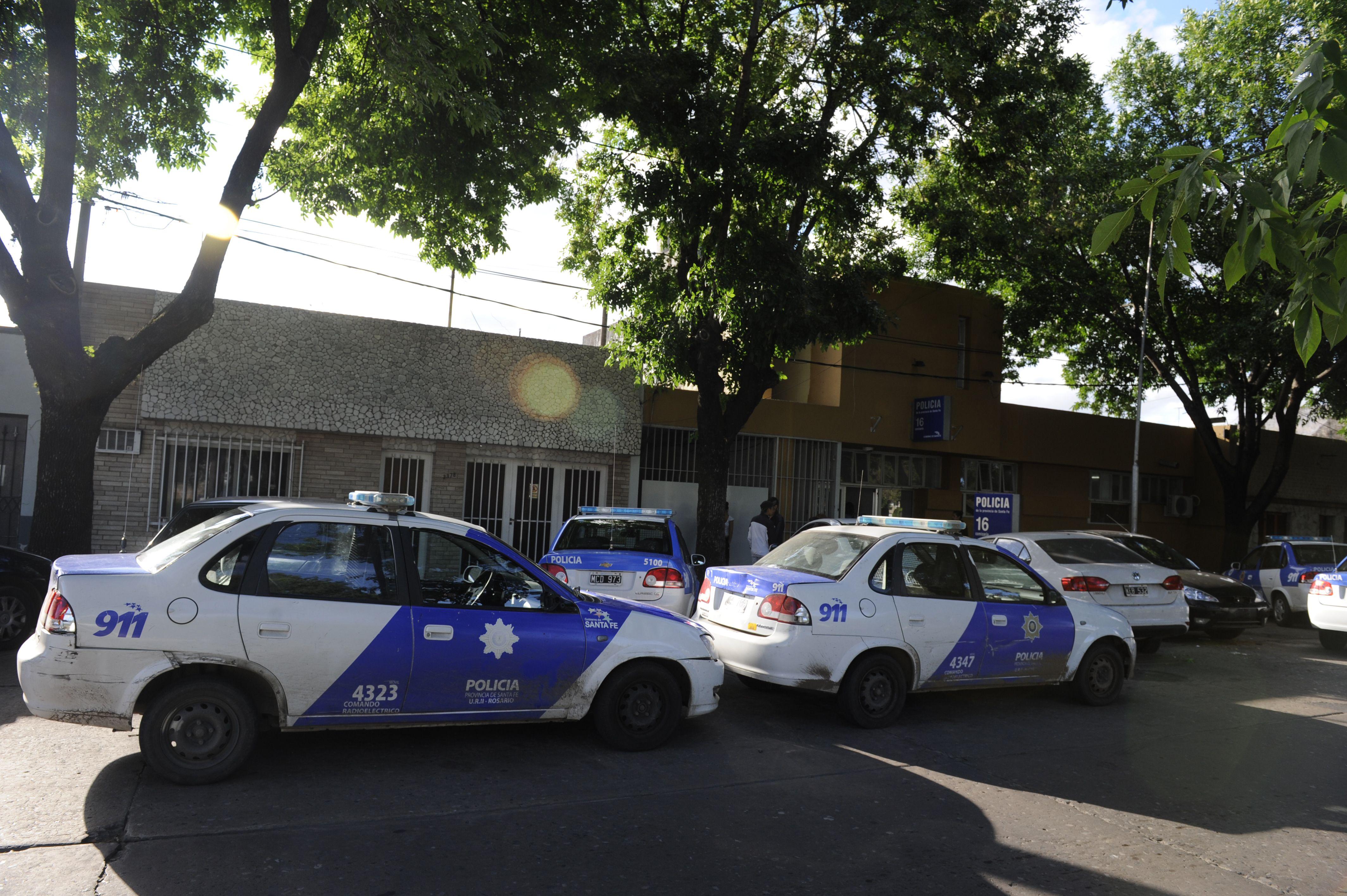 La seccional 16ª. El femicidio ocurrió en esa jurisdicción. Efectivos de esa repartición participan en la pesquisa. (Foto de archivo)