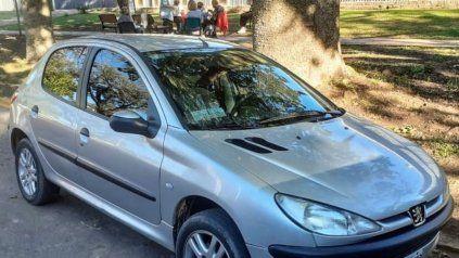 El Peugeot 206 en el que se movilizaban los dos ladrones fue interceptado por el Comando.