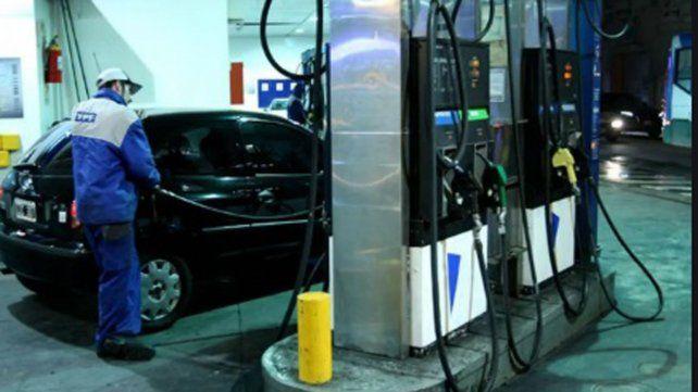 YPF subió entre 13 y 15 centavos el precio de sus naftas