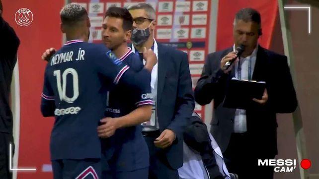 El debut. Messi ingresó en el segundo tiempo y reemplazó a su amigo Neymar.