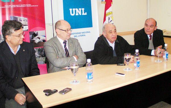 Trabajo conjunto. Autoridades del LIF y la UNL en el lanzamiento.