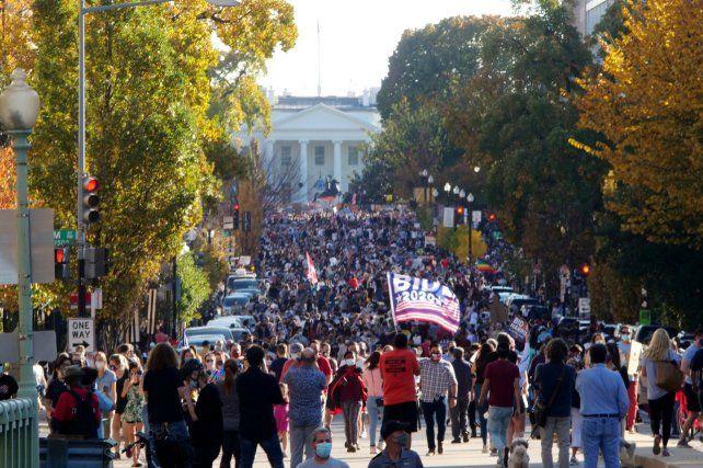 WASHINGTON. Los manifestantes desbordaron los pasajes en inmediaciones de la Casa Blanca.