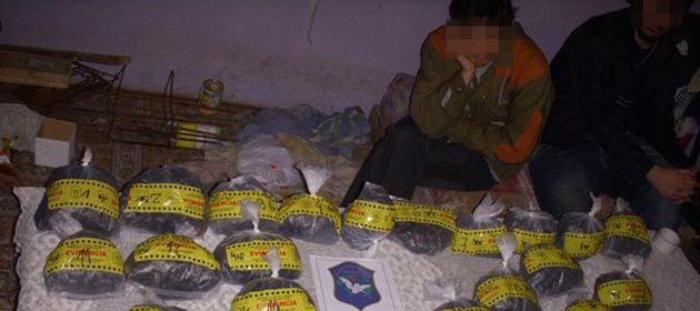 Un operativo de la policía nicoleña encontró drogas a pocas cuadras de una comisaría en Las Flores.