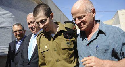 Shalit y cientos de palestinos volvieron a sus casas tras un histórico acuerdo