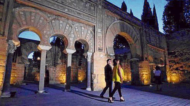 Cuando cae el sol. Las visitas nocturnas guiadas a las ruinas de Medina Azahara son de martes a sábado entre las 22:00 y las 00:00 hasta el 15 de septiembre.