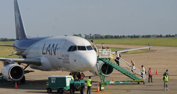 LAN Perú anunció la suspensión de vuelos de Rosario a Lima desde el 1 de marzo