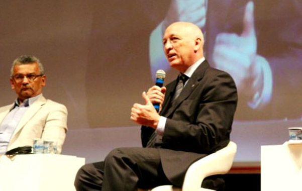 Expositor. El gobernador Antonio Bonfatti disertó en un congreso en Brasil.