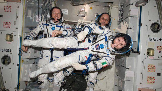 Samantha Cristoforetti tiene 44 años y ya estuvo en órbita en la ISS durante 199 días.