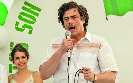 El más temido. Del Toro interpreta al famoso narcotraficante Pablo Escobar en la película que está en cartel en Rosario.