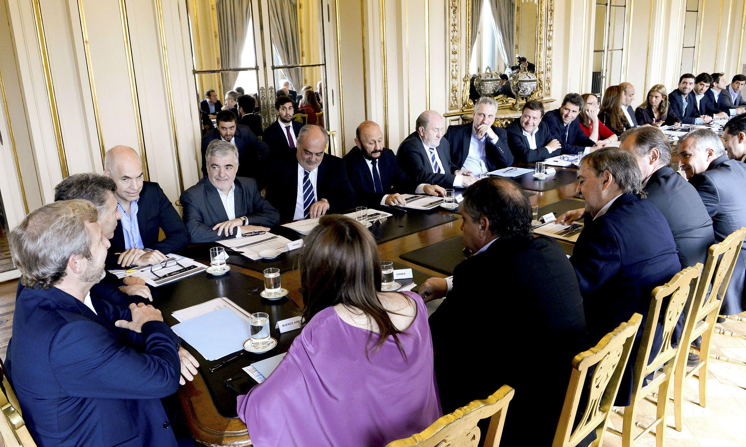 Frigerio se reunió con los gobernadores en la Casa Rosada. Más tarde se hizo presente el presidente Macri.