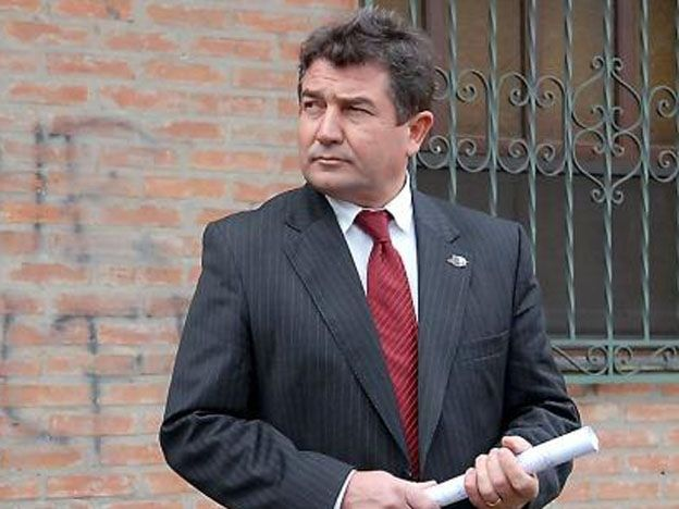 El comisario inspector Roncaglia se encontraba esta mañana internado aunque fuera de peligro.
