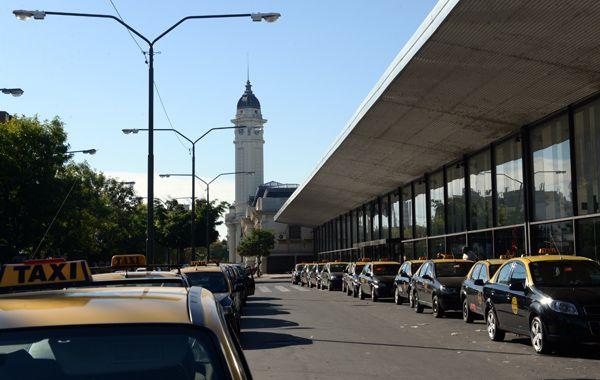 Chale dijo que están trabajando en mejorar la normativa para fiscalizar a los taxistas de la Terminal. (foto archivo: Celina Mutti Lovera)