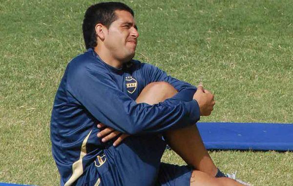 Riquelme no pudo completar la práctica del pasado jueves al sufrir un pisotón que le impidió jugar ante All Boys.