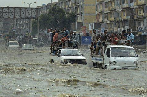 evacuación. Pobladores de la ciudad de Karachi