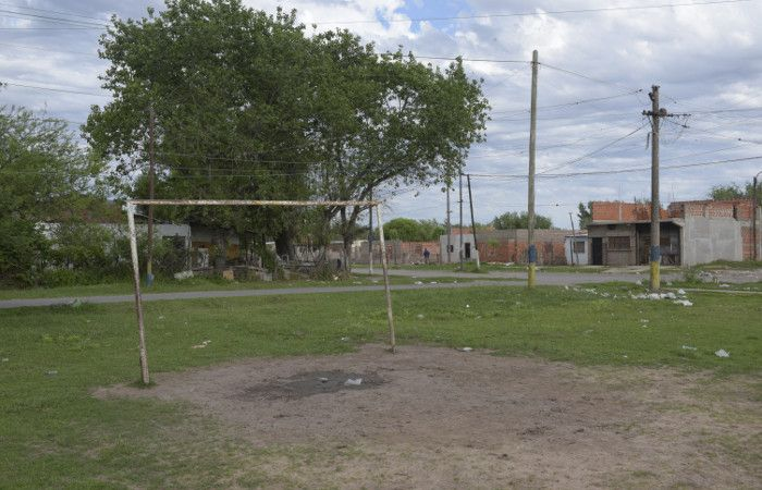 La canchita donde resultaron heridos cinco chicos de entre 14 y diez años. (foto: Sebastián Suárez Meccia)