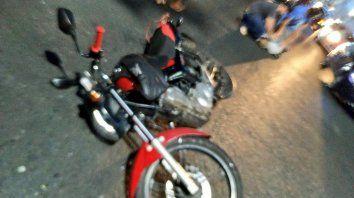 Video: un grupo de vecinos detuvo a un motochorro en pleno centro hasta la llegada de un patrullero