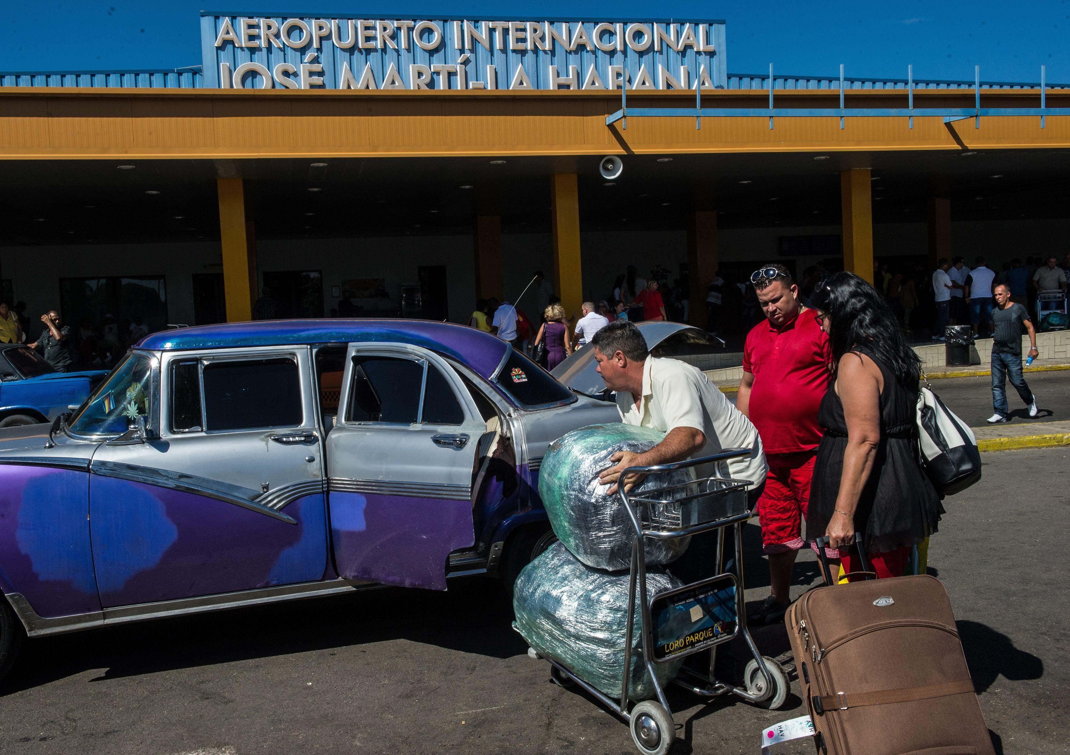 En estudio. El aeropuerto internacional de La Habana recibiría pronto vuelos regulares desde EEUU.