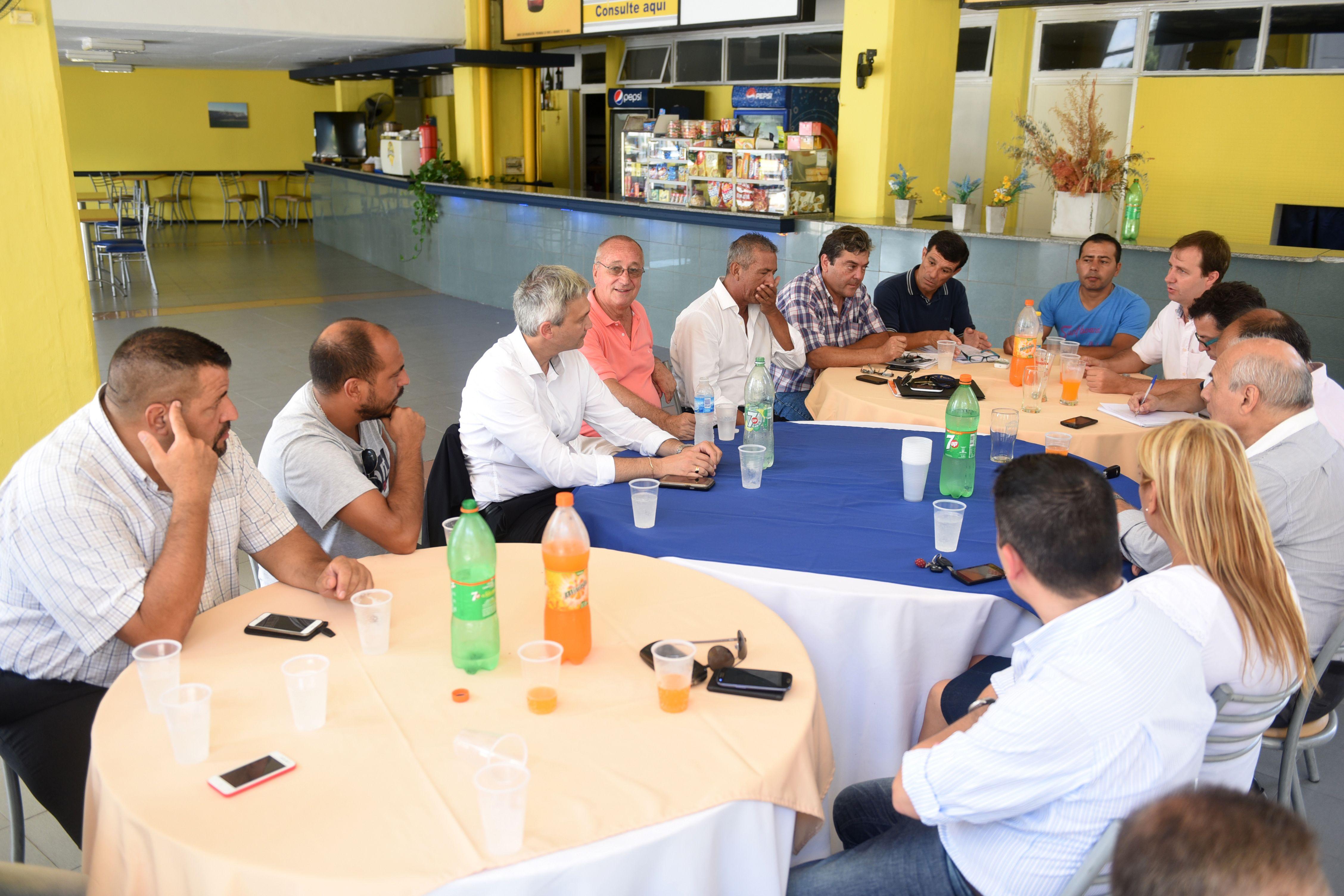 Reunión. Antes de la recorrida al estadio hubo una mesa de diálogo en el Gigante. (Celina Mutti Lovera / La Capital)